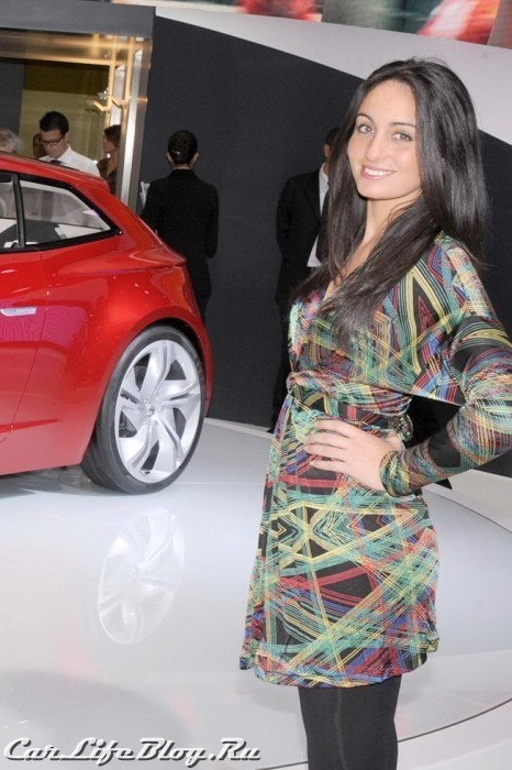 paris-motor-show-models-17