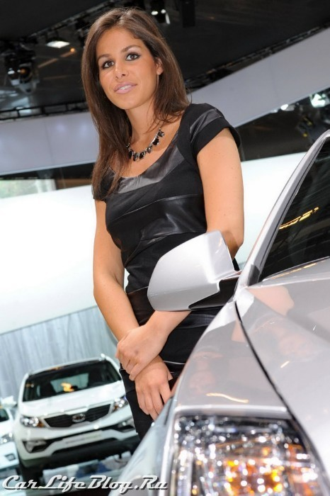 paris-motor-show-models-25