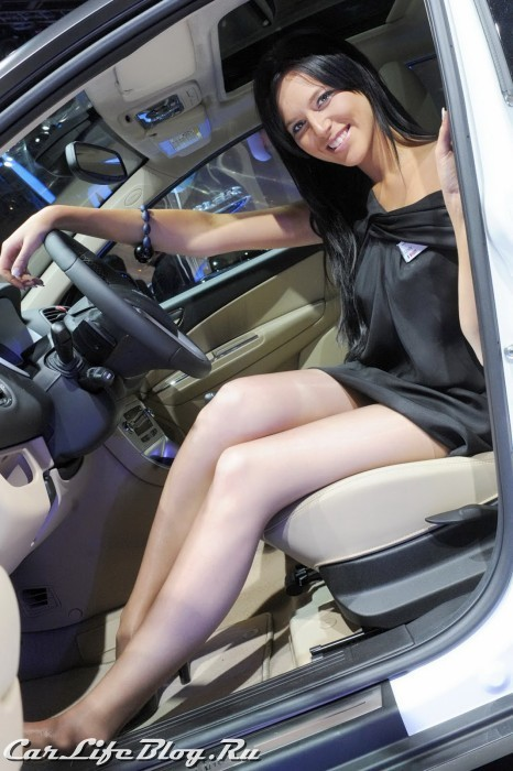 paris-motor-show-models-28