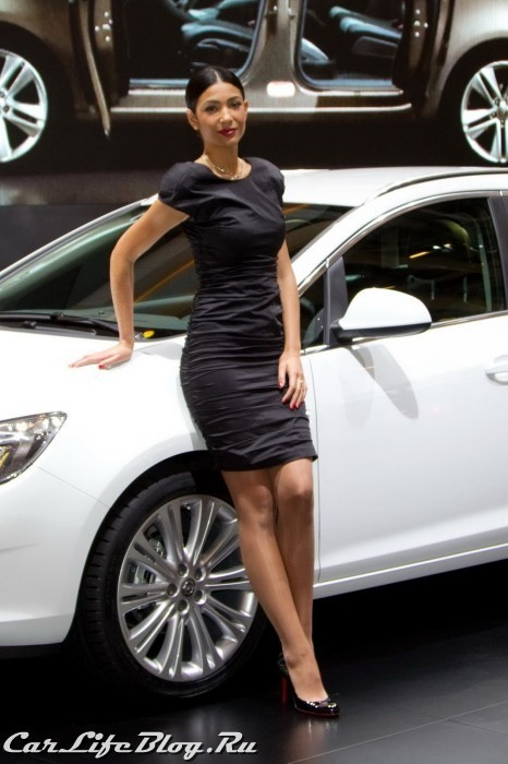 paris-motor-show-models-38