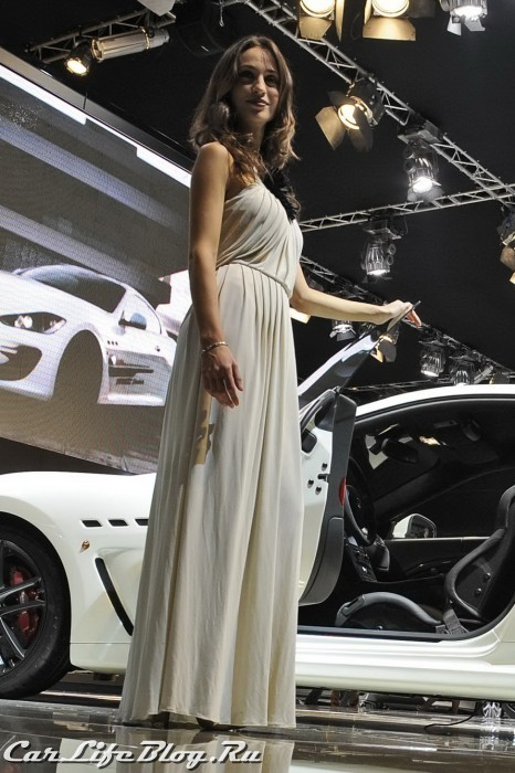 paris-motor-show-models-44