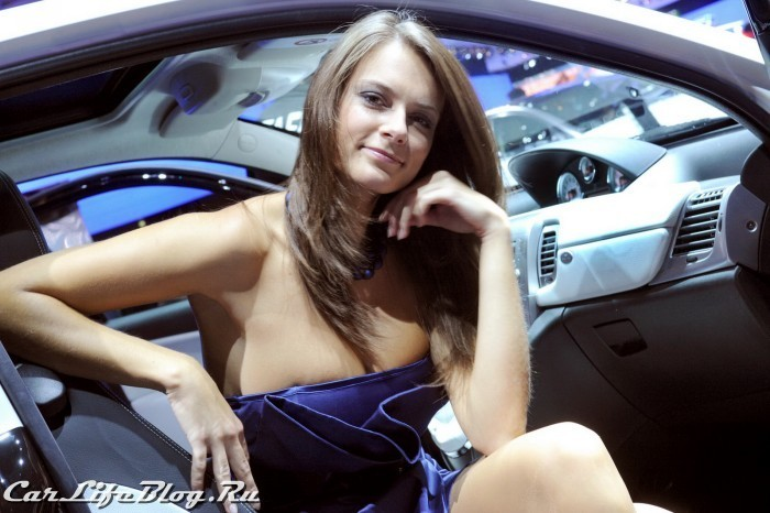 paris-motor-show-models-60