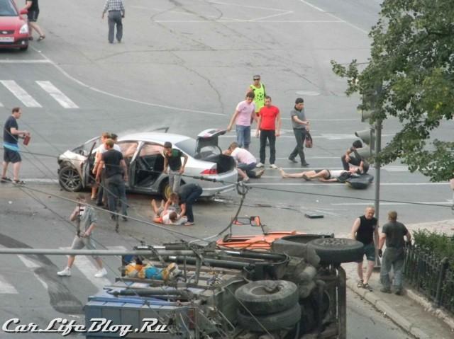 В Перми очередная жесть... Honda влетела в мусоровоз